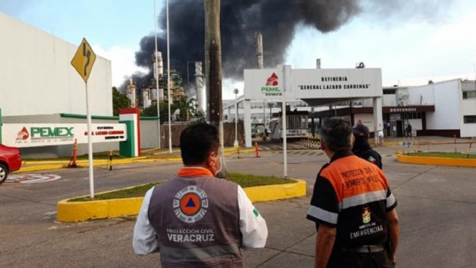 Reportan incendio en refinería Lázaro Cárdenas en Minatitlán, Veracruz