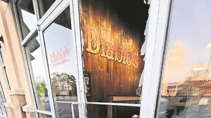 Restaurantero ofrece trabajo a ladrón que destrozó su negocio, en lugar de denunciarlo