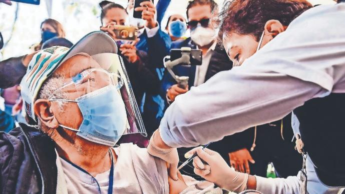 Gobierno de la CDMX ya tiene calendario tentativo para concluir con vacunación de abuelos