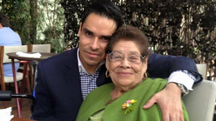 Antonio Esquinca y su mamá (Foto: Tomada de Facebook)
