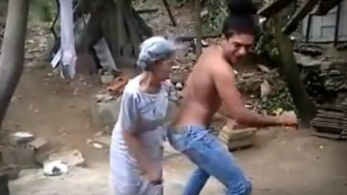 Abuelita bailando perreo