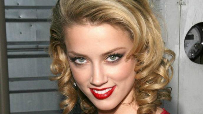 Amber Heard se une a las famosas con fotos íntimas robadas