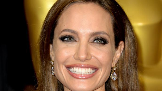 Angelina Jolie reconocer gastar miles de dólares en su adicción