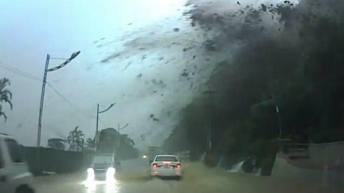 auto, Roca gigante, deslave