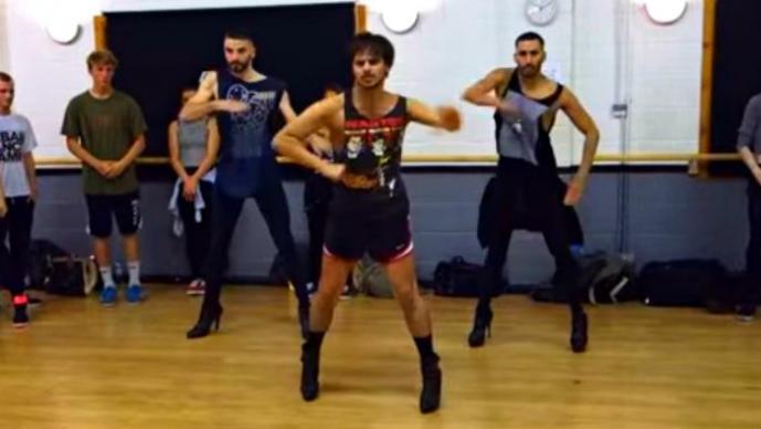 Hombres en tacones dan una lección de baile a Beyoncé | VIDEO