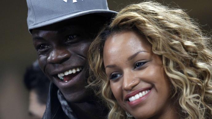 Balotelli y Neguesha presumen su amor
