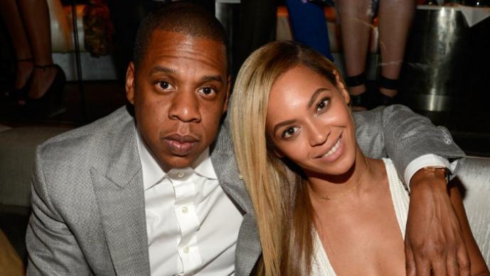 Beyoncé y Jay-Z se dan cariño en pleno escenario