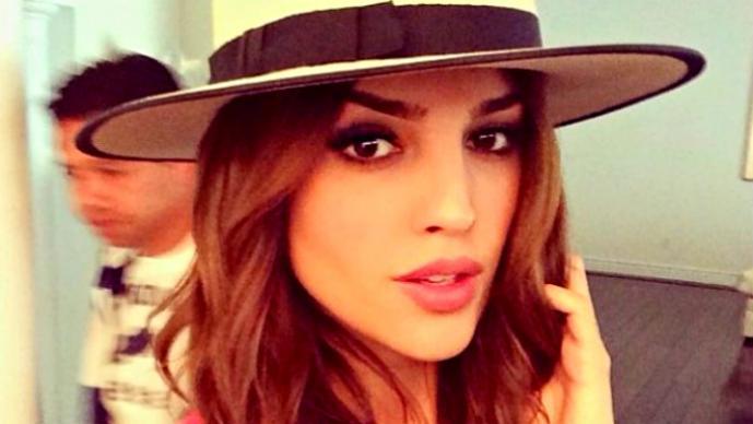 """Eiza Gonzalez """"pide ayuda"""" de lo más sensual"""