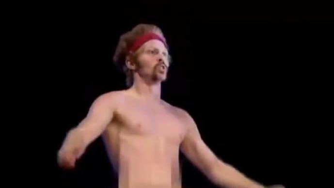 American Ninja Warrior, desnudo