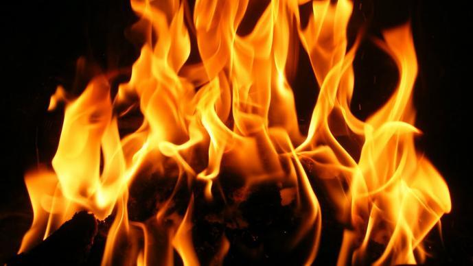 Mujer, fuego