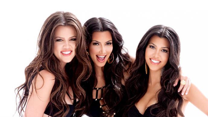 """Payaso """"ataca"""" a las hermanas de Kim Kardashian   VIDEO"""
