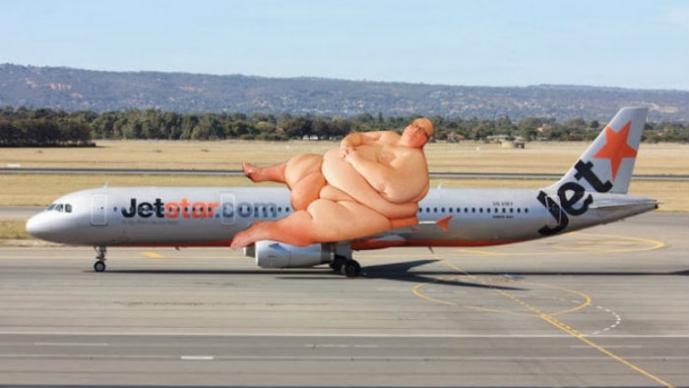 Hombre Gordo, Avión