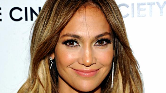 "Jennifer Lopez presume sus pantalones ""muy ajustados"" 