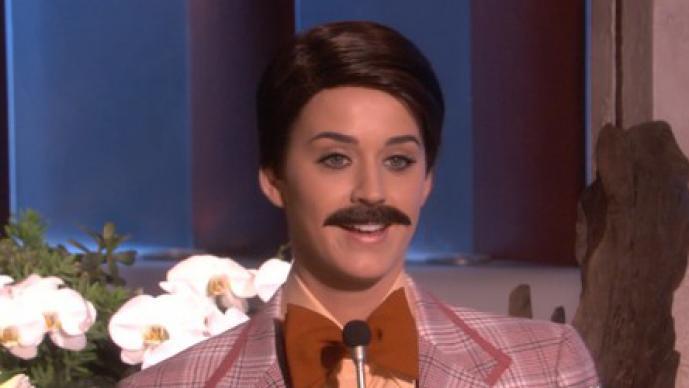 Katy Perry vestida como hombre