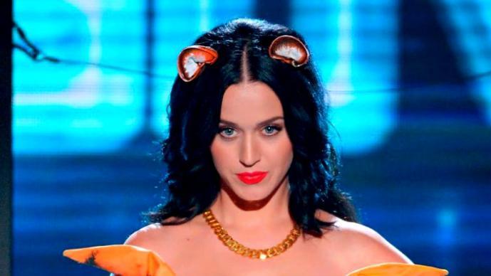 """Katy Perry se """"quita"""" las cejas"""