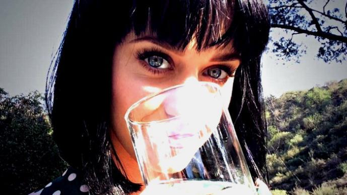 Famosas promueven el cuidado del agua en Twitter