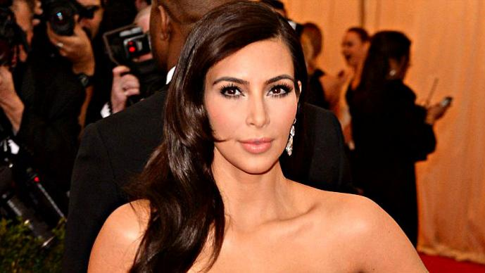 Kim Kardashian enseñó ropa íntima en los Met Ball | GALERÍA