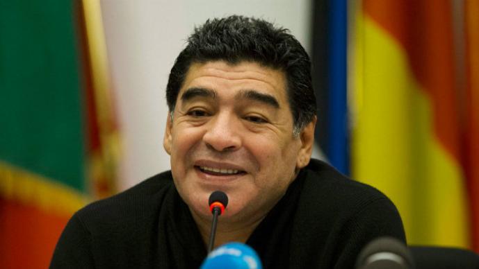 """Maradona deja a su joven novia por """"ladrona"""""""