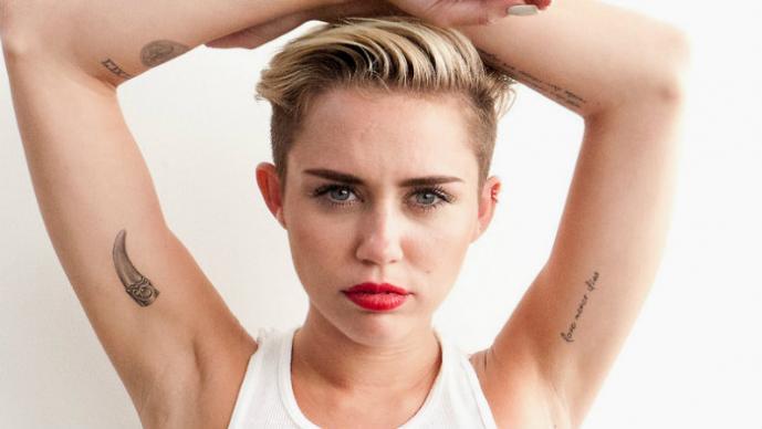 Miley Cyrus lo hace con Pharrell Williams | VIDEO