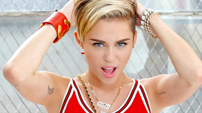 """Miley """"pone a cantar"""" a su parte íntima en pleno concierto"""