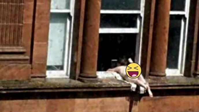 bd07ecfd8064 Mujer en tanga y sin brasier se asolea en su ventana | El Gráfico ...