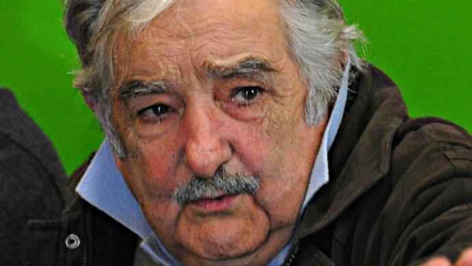 Presidente de Uruguay ataca a la FIFA   VIDEO