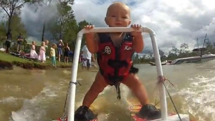 Ryder, bebé esquiador, Australia
