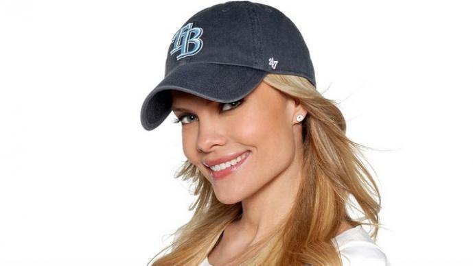 Kelly Nash estuvo a punto de ser impactada con una pelota de beisbol en la cabeza