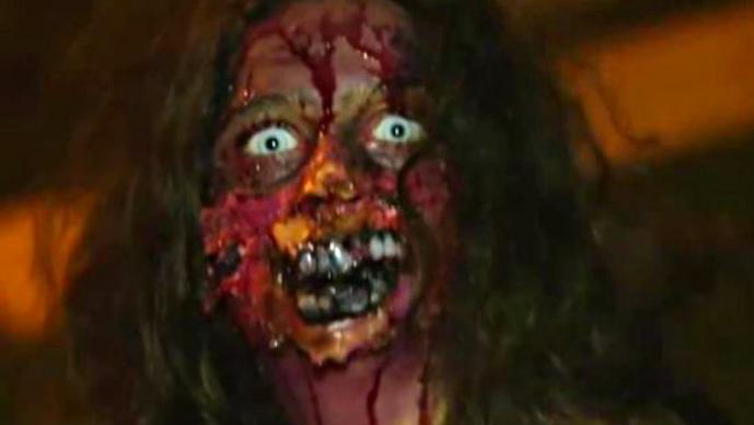 """Niña zombie ataca a """"buenos samaritanos"""""""