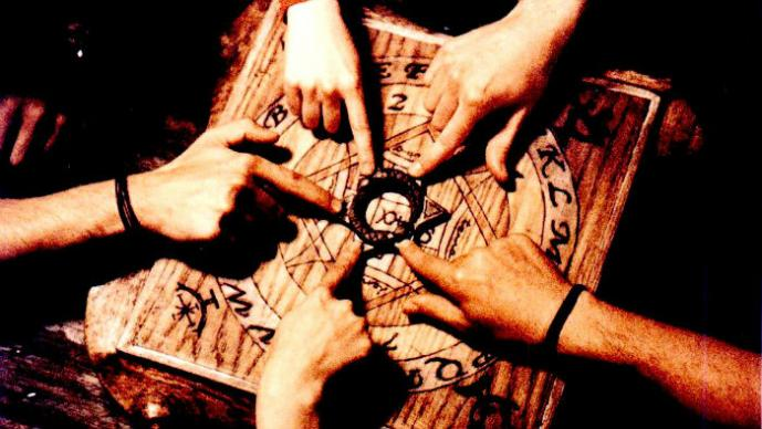 Adolescentes terminan en el hospital por jugar con la Ouija | VIDEO