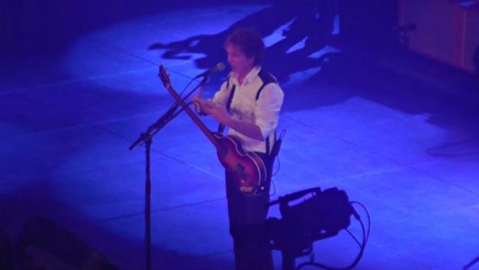 Paul McCartney protagoniza propuesta de matrimonio en pleno escenario
