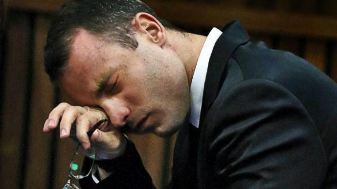 Pistorius se salva de la cadena perpetua