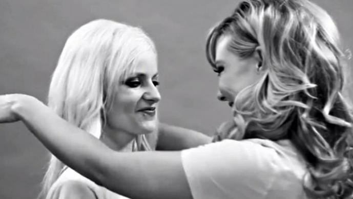 "Conejitas de Playboy parodian el video ""First Kiss"" | VIDEO"