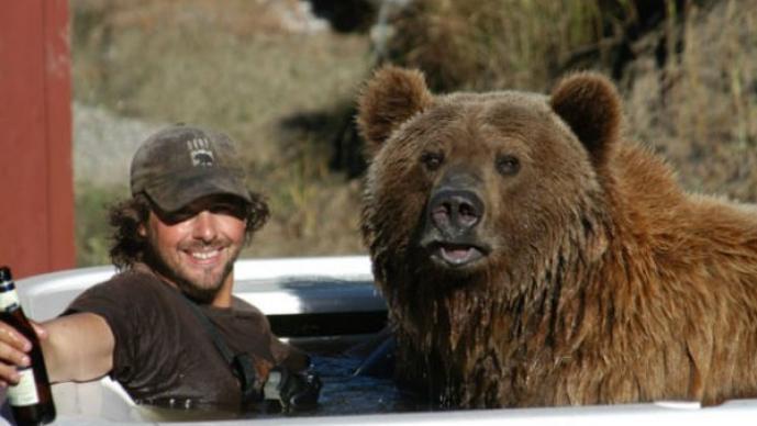 Casey Anderson y su oso Brutus son inseparables