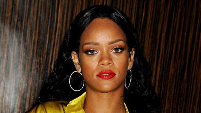 Rihanna apoya la marihuana con sus atributos