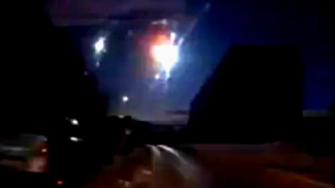 Meteorito explota en el cielo de Rusia | VIDEO