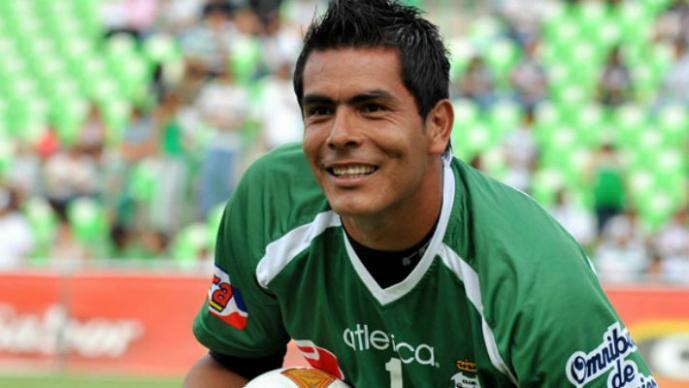 Oswaldo Sánchez, admirado por ayudar a automovilista