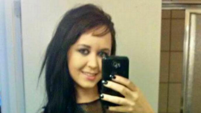 Mujer de tres pechos es acusada de abuso sexual