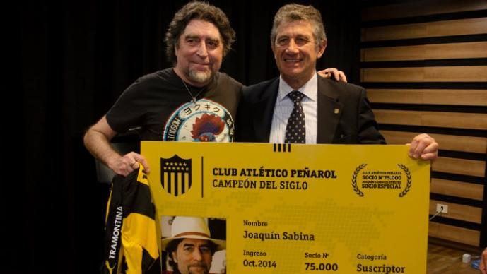 Joaquín Sabina es el social número 75 mil del Peñarol (Foto: peñarol.org)