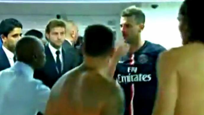 Futbolista le rompe la nariz a su rival en los vestidores