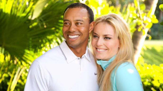 Tiger Woods posando al lado de su novia, Lindsey Vonn