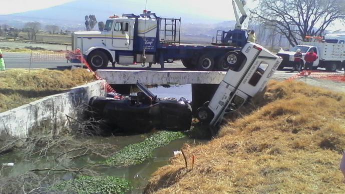 Ambulancia sufre cerrón de auto particular (Foto: Gerardo Mendoza)