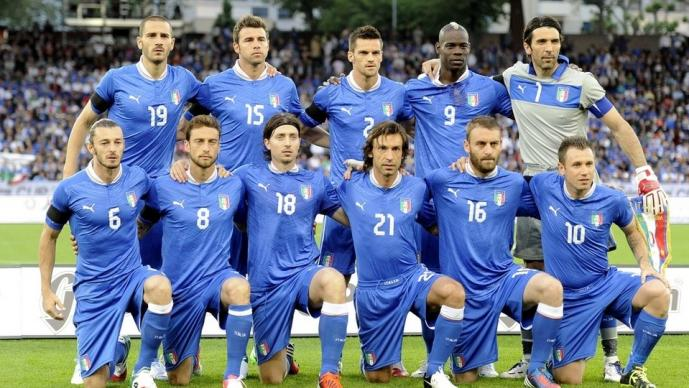 Susto el que se llevó la selección italiana cuando su avión fue alcanzado por un rayo