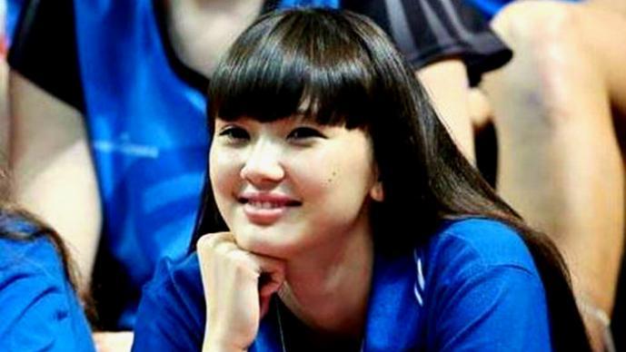 Altynbekova Sabina, una adolescente que ama el voleibol