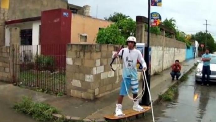 Jóvenes yucatecos practican deportes extremos en las calles de Mérida