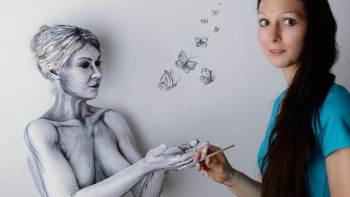 Artista utiliza modelos para hacer paisajes