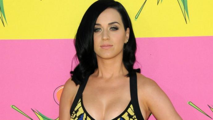 Katy Perry arrasa sensual en Tokyo