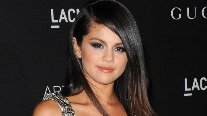 Selena Gomez hace topless en Instagram