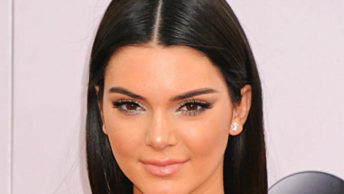 Kendall Jenner posa en topless para una revista