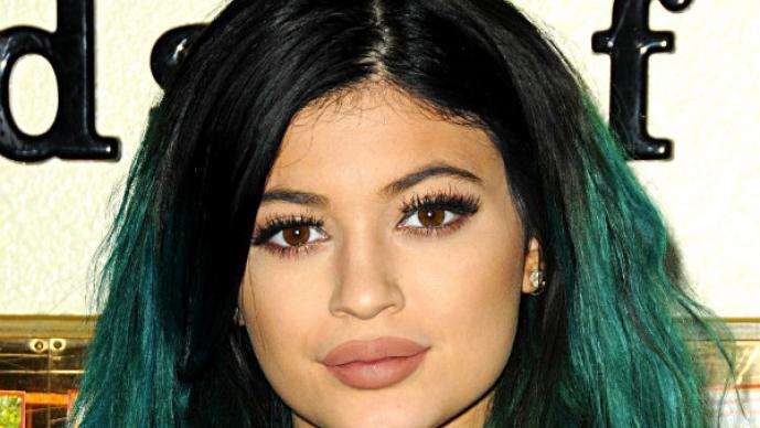 Kylie Jenner se cambia el color de piel